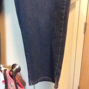 Woman's stretch ankle jeans
